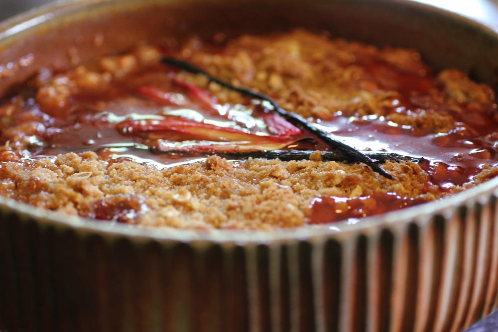 rhubarbstrawberryraspberrycrisp